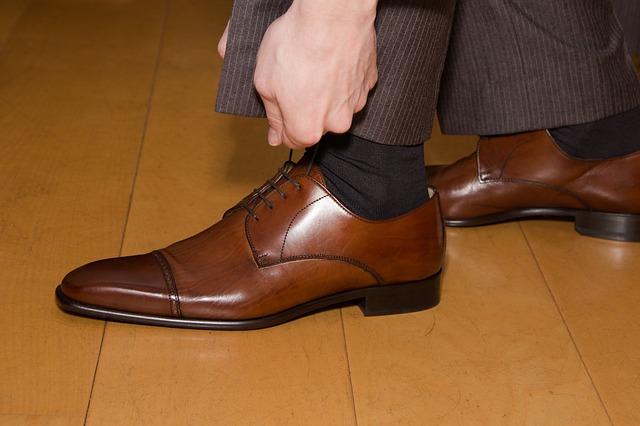 靴紐(シューレース)をちゃんと通す